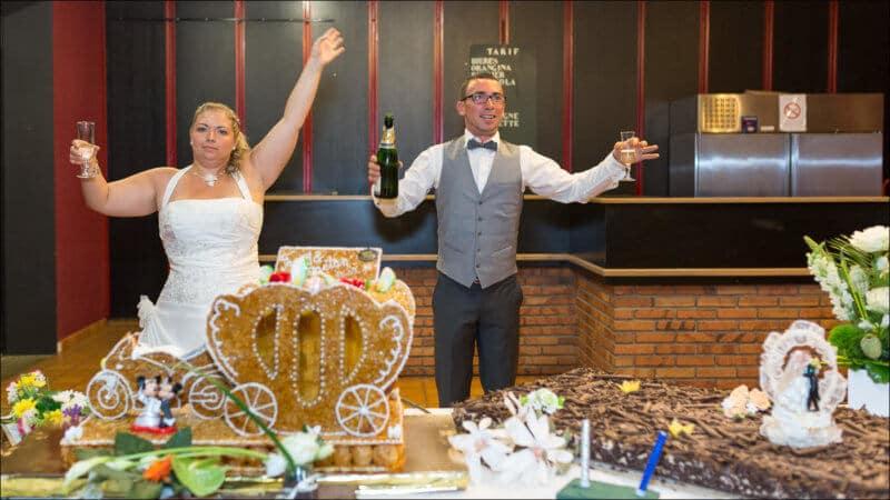 Un savoureux moment du mariage à immortaliser avec des images de qualité professionnelle