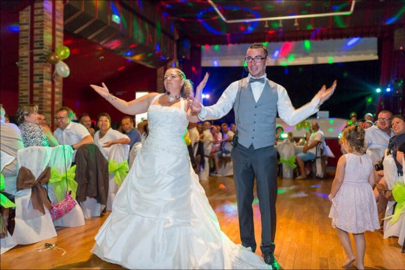 Photo pleine d'émotion lors de l'ouverture du bal