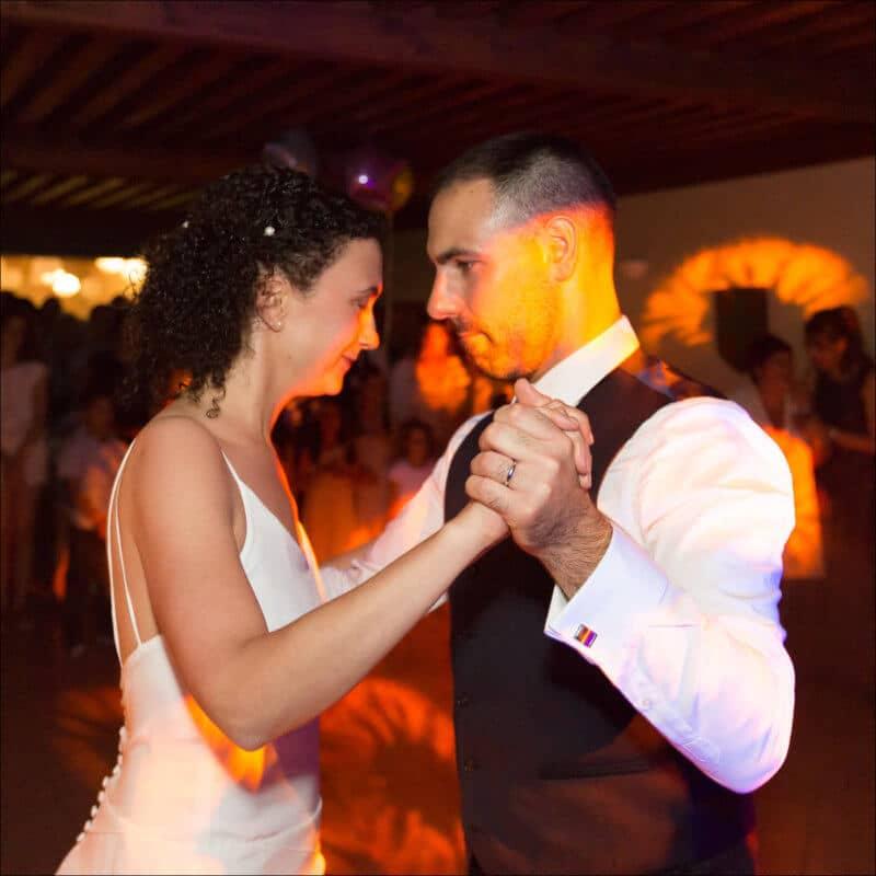 Photographe en Auvergne je réalise ldes photos vibrantes de votre journée de mariage