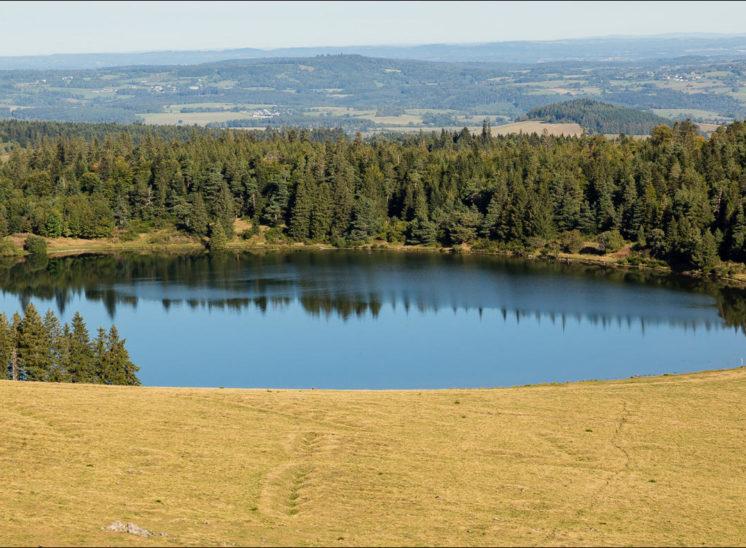 Photographie aérienne du lac servière