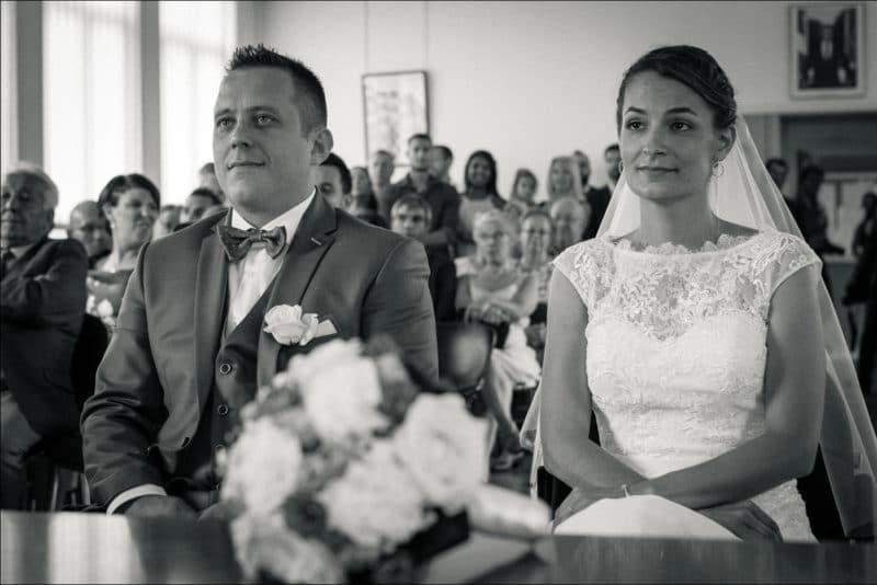 Les mariés lors de la cérémonie civile