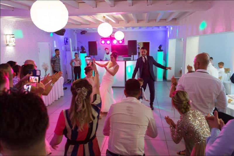 Ouverture du bal avec les mariés
